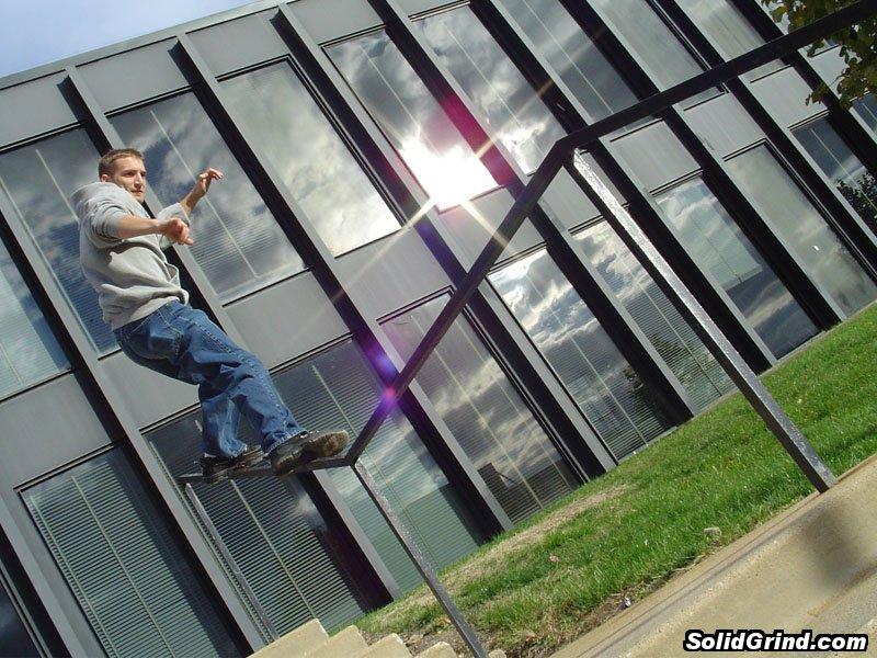 Aaron Taraboletti sliding a square kinked rail at Drake University