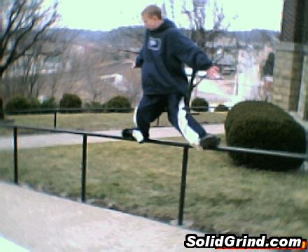 Loren dalla betta hittin a UFO on handrail