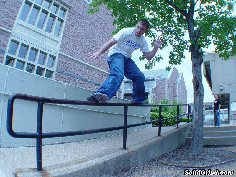 Aaron Taraboletti hittin a Frontside at Wash U