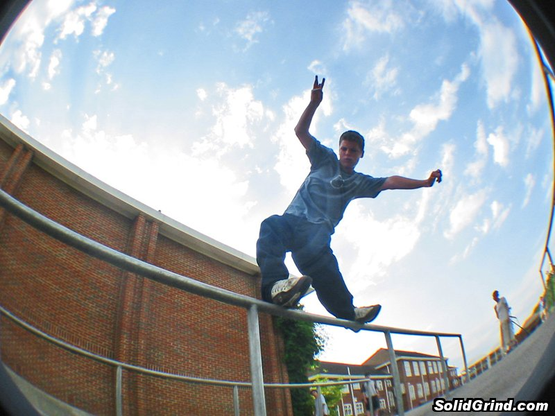 Fordy busting a huge farf on the Beaumont School rails, during the UKFSW St Albans session back in August '03
